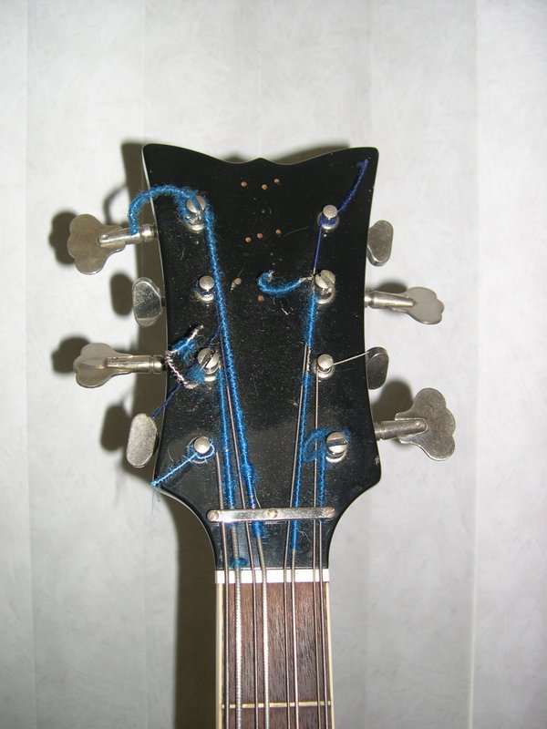 1967 Hagstrom 8-String Bass - Headstock & Tuners